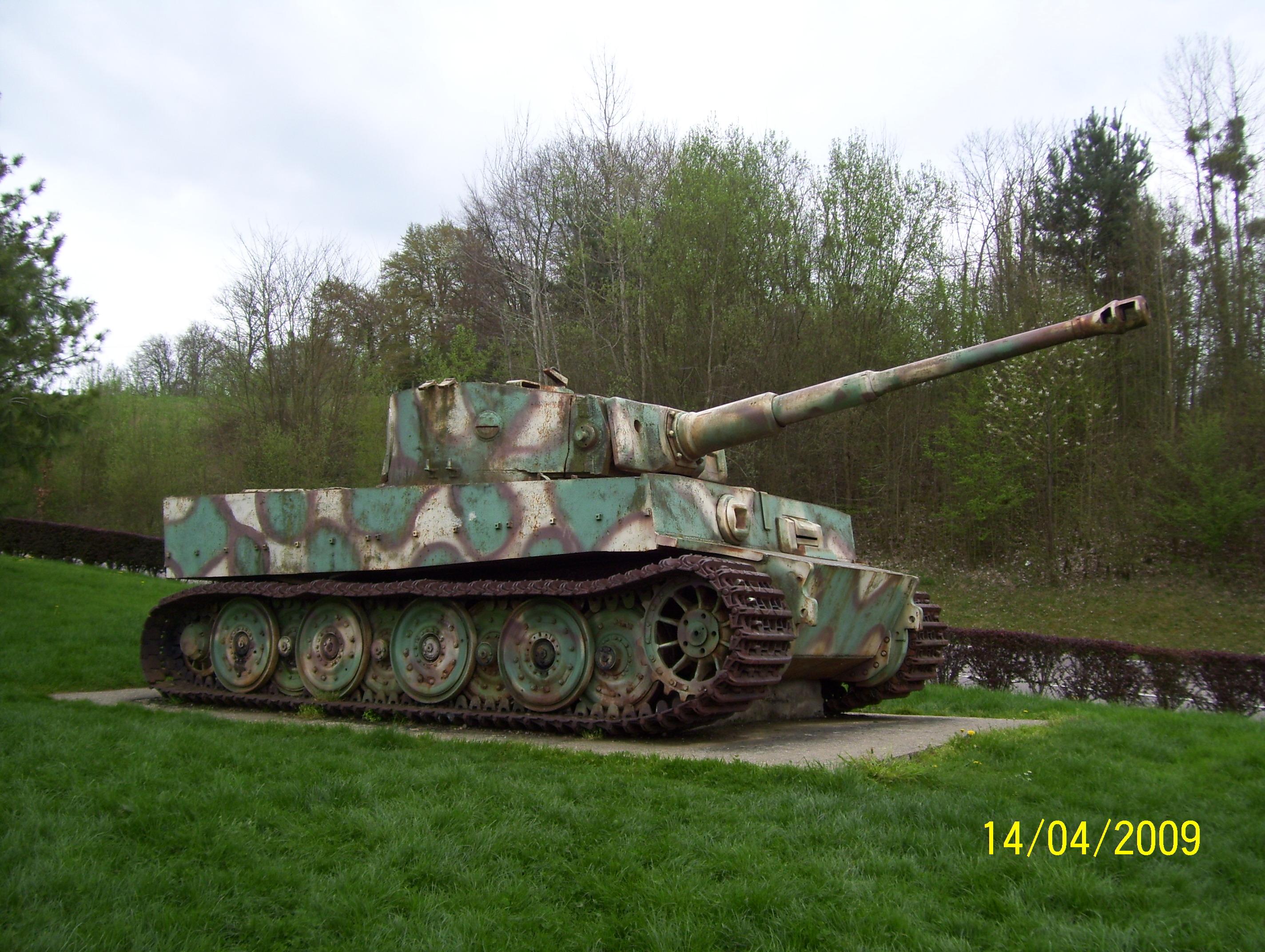 Char tigre a vimoutier vestiges 2eme guerre en normandie for L interieur du char de vimoutier
